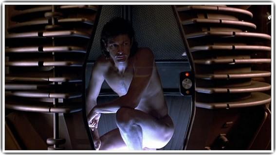 Seth Brundle Teleportasyon Makinesini kendi üzerinde deniyor...