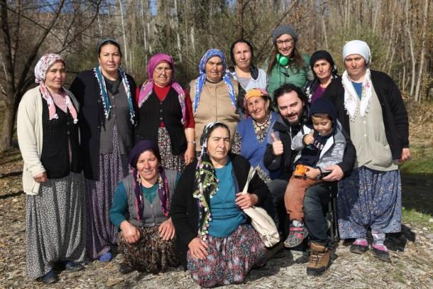 köylülerle Özgür Bakar